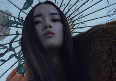 陈园园、崔寒阳演绎《时尚芭莎》10月纪念刊