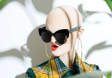光头女模特